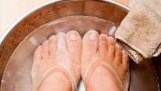 Çatlak Topuklar için gül suyu, gliserin ve limon