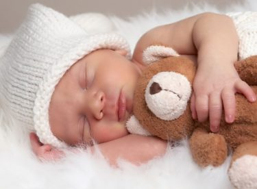 1 aylık Bebek kaç saat uyumalı