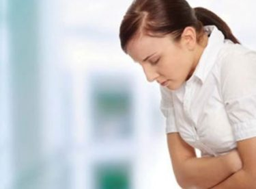 Karın ağrısı için hangi doktora gidilir? Karın ağrısına hangi bölüm doktoru bakar